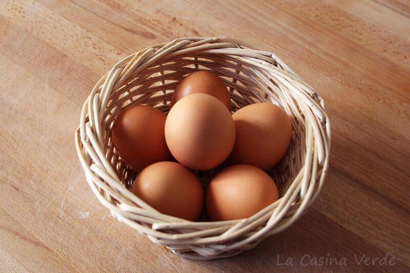 Cestino bianco per le uova: è arrivata la primavera